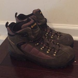 Never worn Columbia boots.
